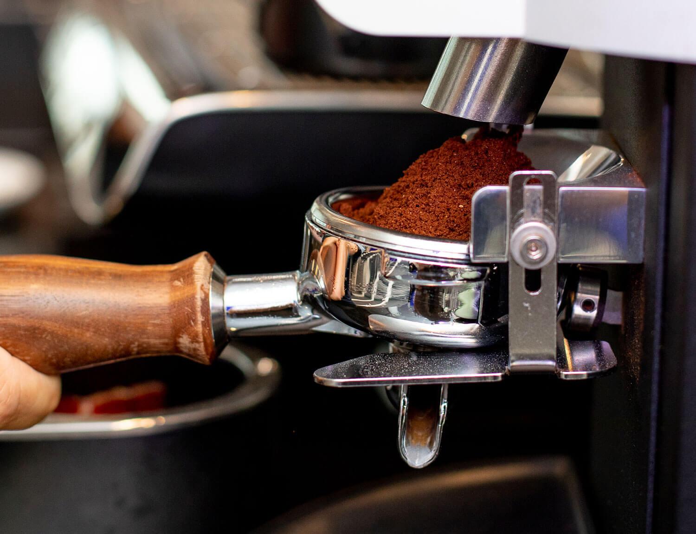 Purabica Kaffee in Siebträgermaschine von PACE
