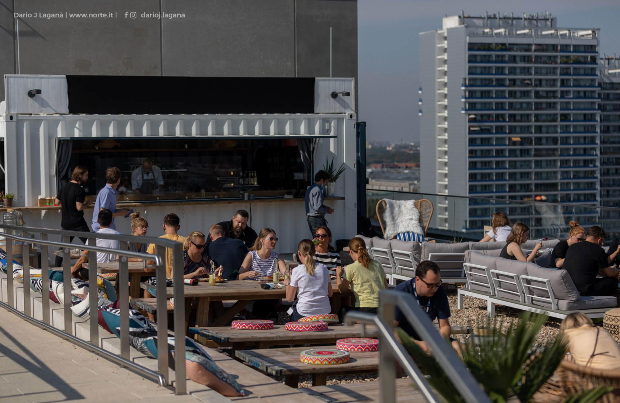 Foodcontainer auf REM Dachterrasse