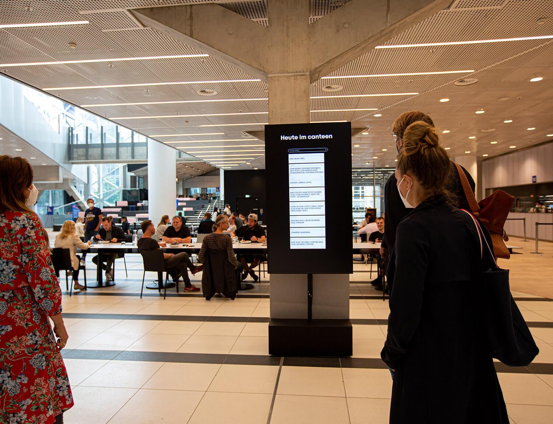 Eingangsbereich der CANTEEN mit Digital Signage